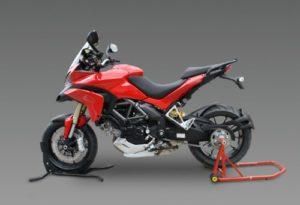 Une Ducati Multistrada 1200 sur son lève moto Constand adapté au monobras